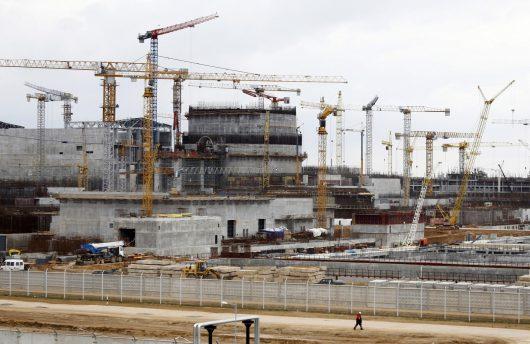 Ostrowiec, Białoruś - Na budowie elektrowni atomowej z wysokości 2-4 metrów upuszczony został reaktor atomowy -2