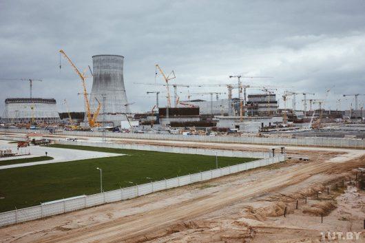 Ostrowiec, Białoruś - Na budowie elektrowni atomowej z wysokości 2-4 metrów upuszczony został reaktor atomowy