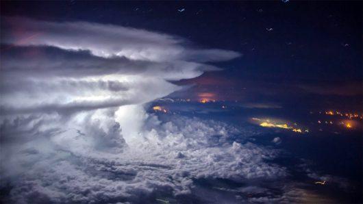 Piękne zdjęcia burzy zrobione na wysokości 11 km -2