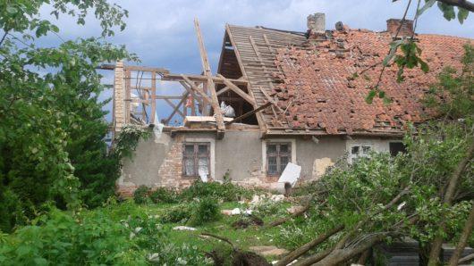 Polska - Podczas nawałnicy wiatr zrywał dachy z domów -1