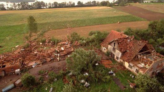 Polska - Podczas nawałnicy wiatr zrywał dachy z domów -4