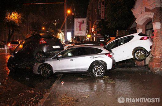 Rosja - Ulewy nad Rostowem zamieniły ulice w rzeki -5