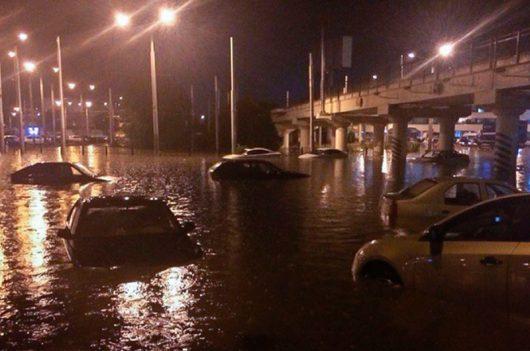 Rosja - Ulewy nad Rostowem zamieniły ulice w rzeki -9