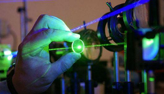 Rosyjscy fizycy opracowali niezawodny i tani skalpel laserowy oparty na ceramice