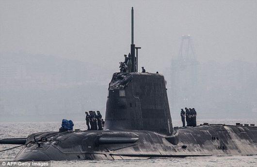 UK - W Cieśninie Gibraltarskiej atomowy okręt podwodny uderzył w tankowiec -1