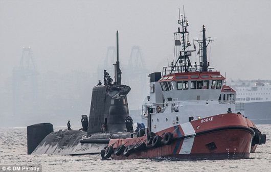 UK - W Cieśninie Gibraltarskiej atomowy okręt podwodny uderzył w tankowiec -2