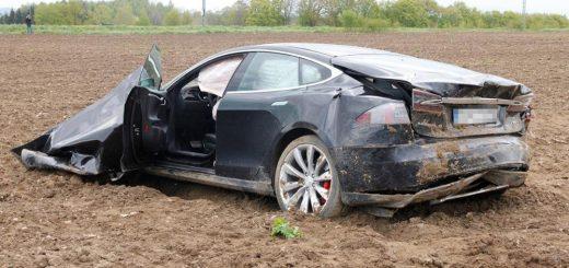 USA - Pierwszy śmiertelny wypadek samochodu Tesla model S