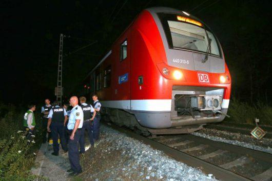 Würzburg, Niemcy - 17-letni Afgańczyk zaatakował w pociągu podróżnych siekierą i nożem, około 20 rannych