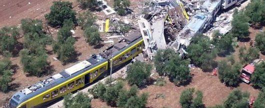 Włochy - Dwa pociągi pasażerskie zderzyły się czołowo -1