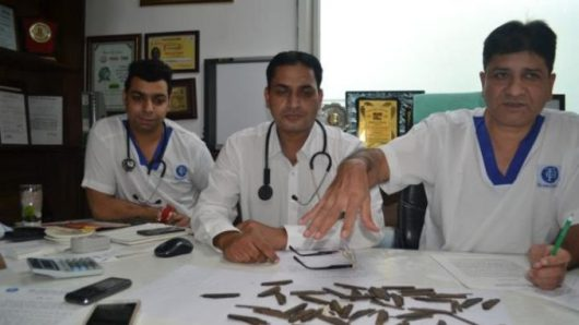 Amritsar, Indie - Przez lata połykał noże -4
