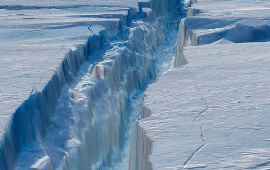 Antarktyda - Gwałtownie zaczął pękać lodowiec szelfowy Larsen C -2