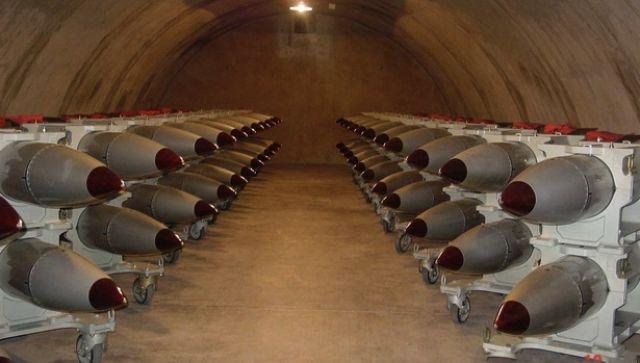 Bomby jądrowe B61 ukryte w bunkrze. Lokalizacja nieujawniona, Źródło: USAF