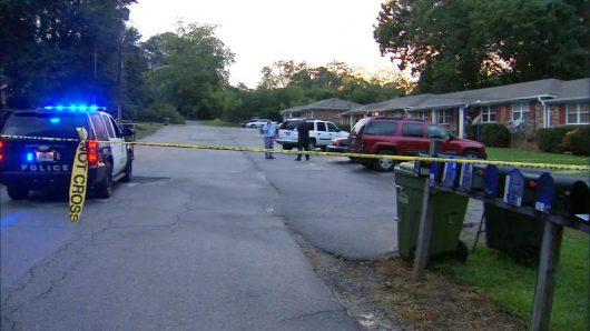 Carrollton, USA - Dwie 15-miesięczne bliźniaczki zmarły po tym, jak ociec zostawił je w samochodzie na słońcu