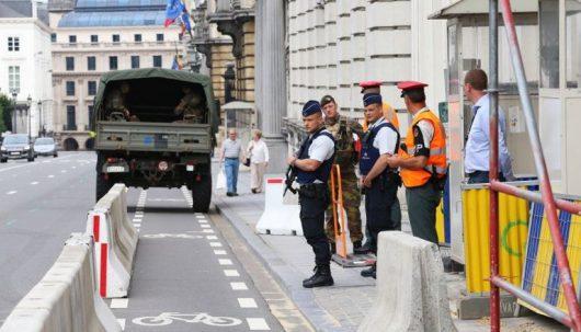 Charleroi, Belgia - Algierczyk, który w sobotę zaatakował maczetą dwie policjantki był objęty nakazem wydalenia -1