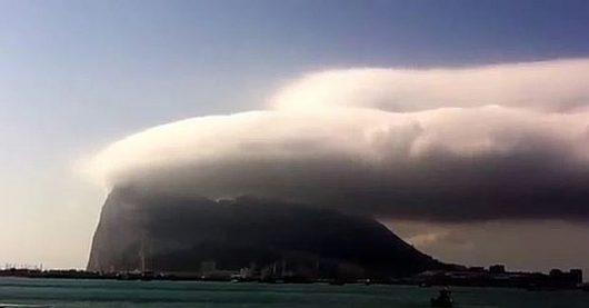 Chmury nad Skałą Gibraltarską