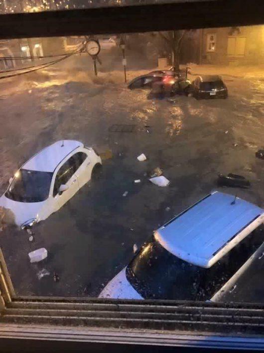 Ellicott City, USA - W ciągu zaledwie dwóch godzin ulewnego deszczu spadło 150 l_mkw -13