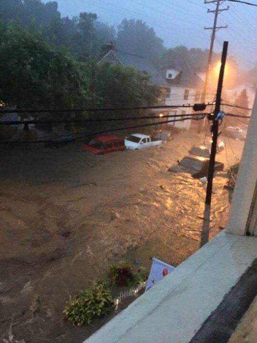 Ellicott City, USA - W ciągu zaledwie dwóch godzin ulewnego deszczu spadło 150 l_mkw -7