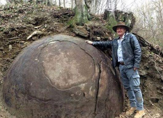 Kamienna kula i Sam Osmanagić