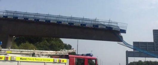 Kent, UK - Zawalił się wiadukt na autostradę M20 -1