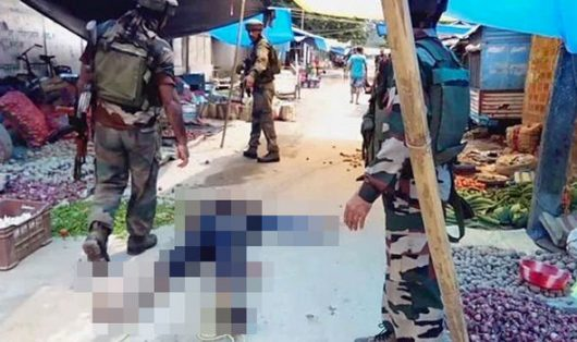 Kokrajhar, Indie - Mężczyźni w mundurach zaczęli strzelać do ludzi na zatłoczonym bazarze -3