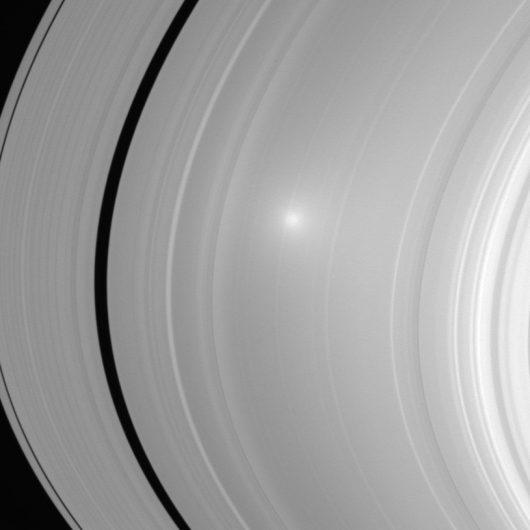 Odbicie Słońca na zdjęciu wykonanym w 2006 roku /NASA/JPL/Space Science Institute /materiały prasowe