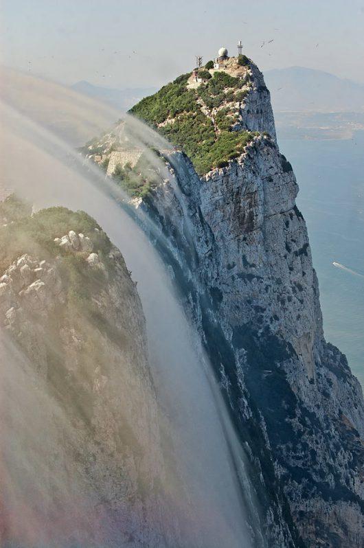 Powietrze, napotykając górę, wznosi się po jej stokach. Zdjęcie: Discovery Max