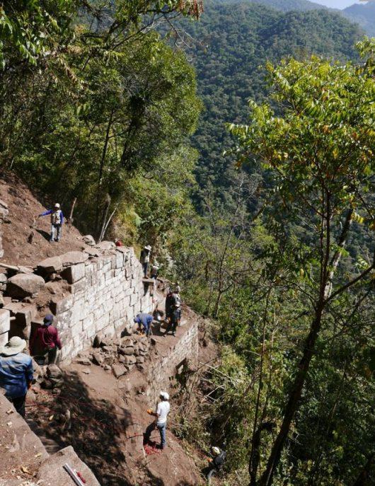 Prace na stanowisku Inkaraqay-El Mirador, inkaskim zespole ceremonialnym wykorzystywanym do obserwacji astronomicznych. Fot. M. Ziółkowski.