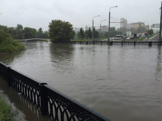 Rosja - Moskwa pod wodą, największa ulewa od 137 lat -1
