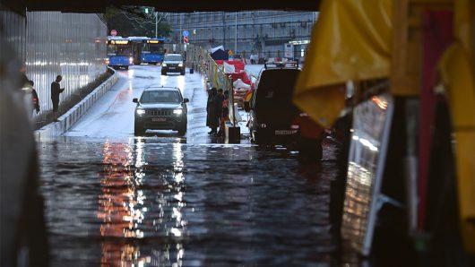 Rosja - Moskwa pod wodą, największa ulewa od 137 lat -9