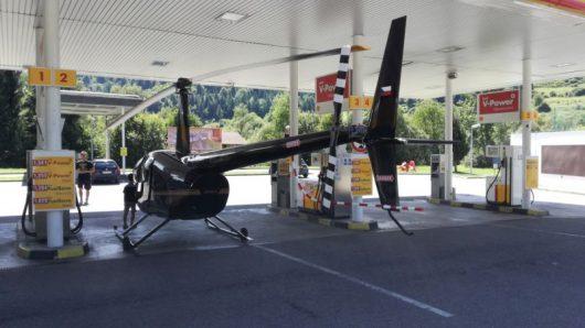 Słowacja - Helikopter zatankował na stacji benzynowej -1
