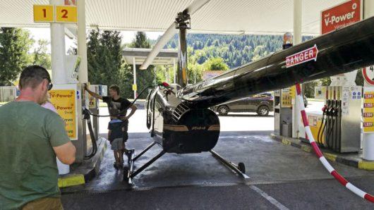 Słowacja - Helikopter zatankował na stacji benzynowej -2