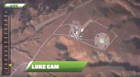 Skoczył bez spadochronu z wysokości 7.6 km, zatrzymał się na siatce rozpiętej na wysokości 60 metrów -4