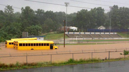 Statesville, USA - Gwałtowna powódź w Karolinie Północnej