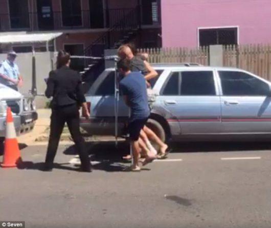 Townsville, Australia - Francuz zabił nożem w hostelu Brytyjkę i ranił inne osoby -2