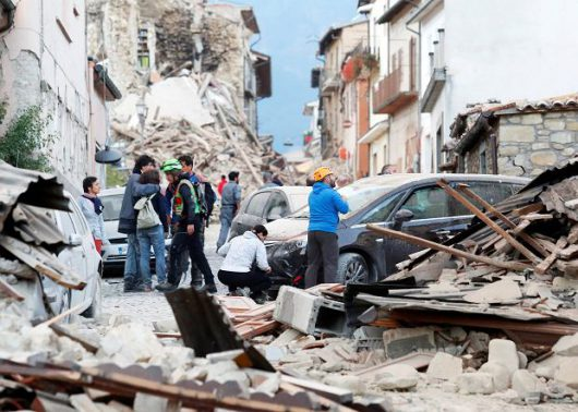 Włochy - Bardzo płytkie i silne trzęsienie ziemi, magnituda 6.2 -11
