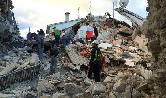 Włochy - Bardzo płytkie i silne trzęsienie ziemi, magnituda 6.2 -12