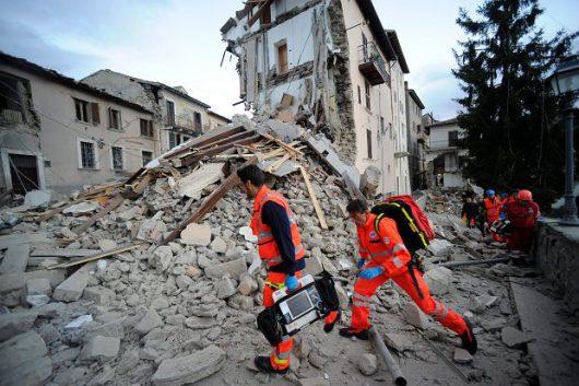 Włochy - Bardzo płytkie i silne trzęsienie ziemi, magnituda 6.2 -13