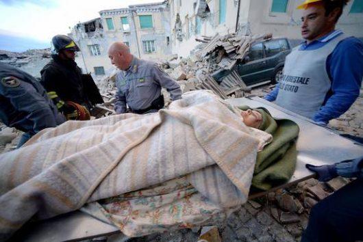 Włochy - Bardzo płytkie i silne trzęsienie ziemi, magnituda 6.2 -16