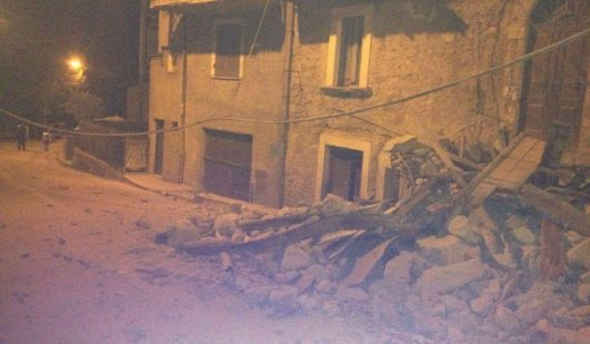 Włochy - Bardzo płytkie i silne trzęsienie ziemi, magnituda 6.2 -3