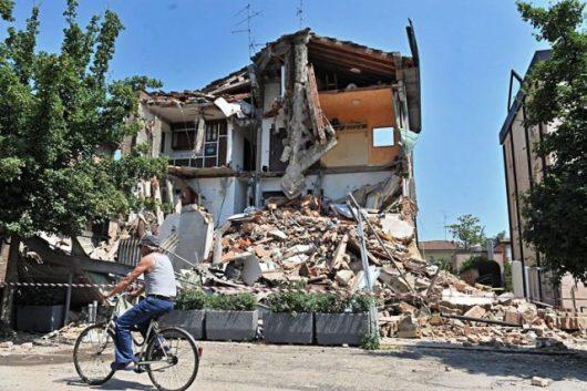 Włochy - Bardzo płytkie i silne trzęsienie ziemi, magnituda 6.2 -6
