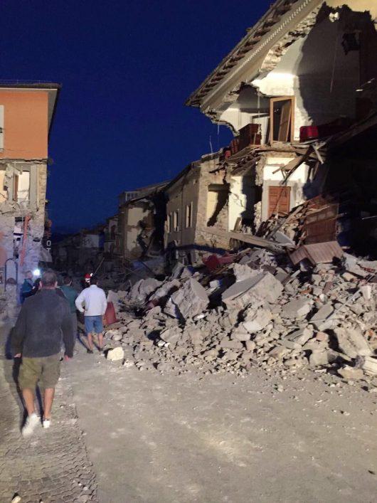 Włochy - Bardzo płytkie i silne trzęsienie ziemi, magnituda 6.2 -8