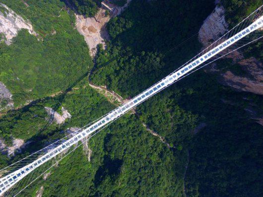 Zhangjiajie, Chiny - Otwarto najwyższy szklany most na świecie -1