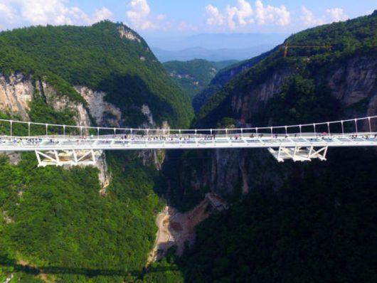 Zhangjiajie, Chiny - Otwarto najwyższy szklany most na świecie -11
