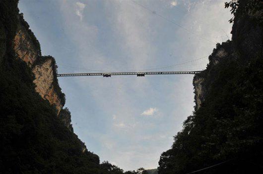 Zhangjiajie, Chiny - Otwarto najwyższy szklany most na świecie -12