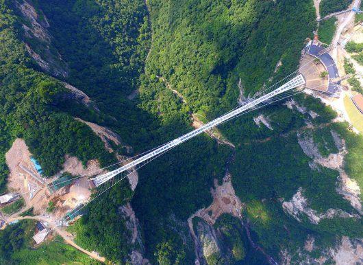 Zhangjiajie, Chiny - Otwarto najwyższy szklany most na świecie -3