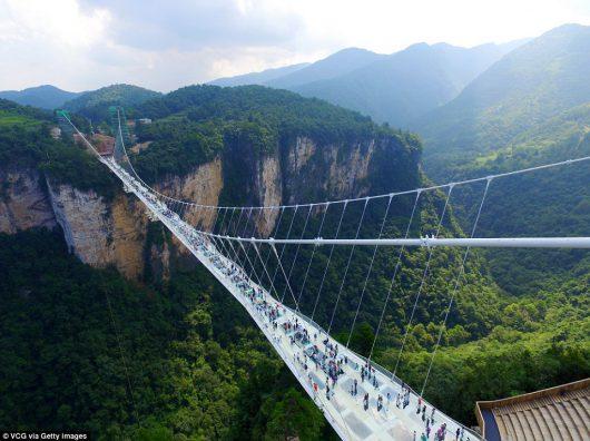 Zhangjiajie, Chiny - Otwarto najwyższy szklany most na świecie -4