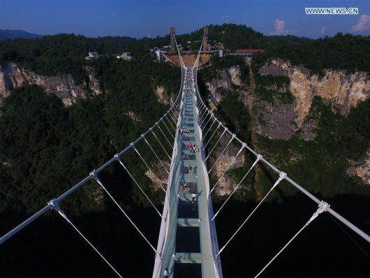 Zhangjiajie, Chiny - Otwarto najwyższy szklany most na świecie -5
