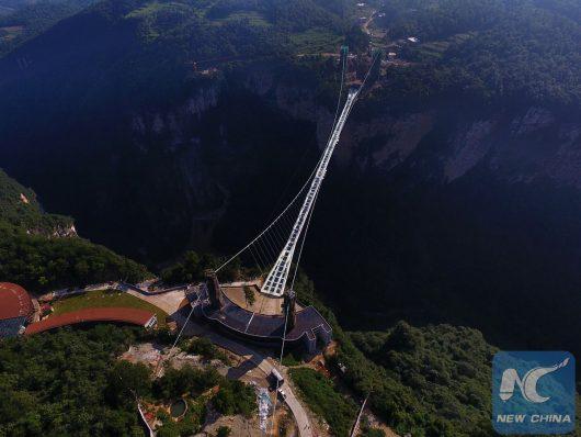 Zhangjiajie, Chiny - Otwarto najwyższy szklany most na świecie -6