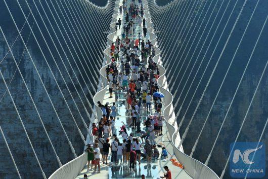 Zhangjiajie, Chiny - Otwarto najwyższy szklany most na świecie -7
