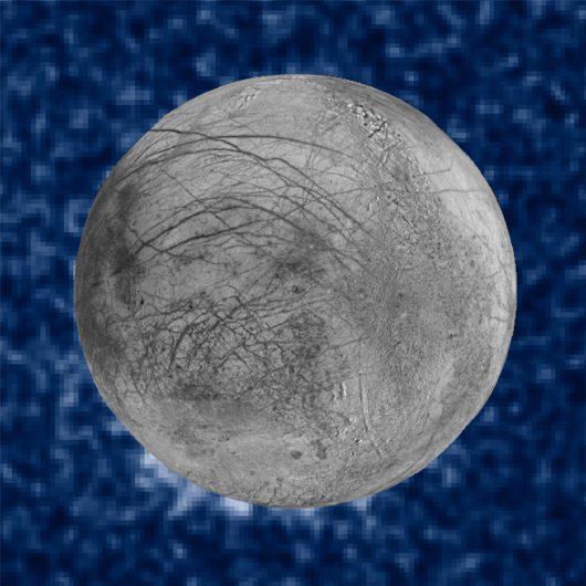 Ślady gejzerów widoczne na godzinie 7-mej, na obrazie zebranym przez teleskop Hubble'a w dalekim ultrafiolecie /NASA/ESA/W. Sparks (STScI)/USGS Astrogeology Science Center /materiały prasowe